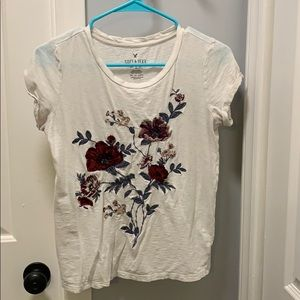 Floral white American Eagle T shirt